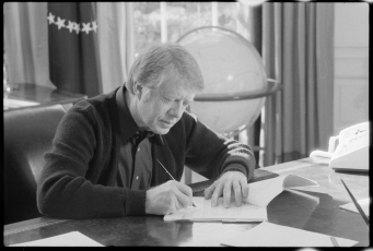 Jimmy_Carter_working_at_his_desk
